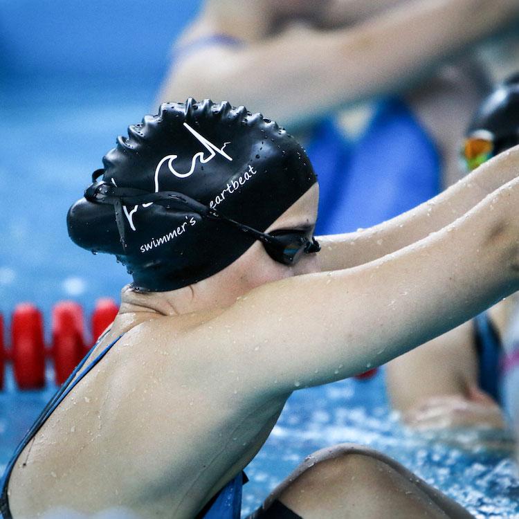 Swimmer's Heartbeat Badekappe in Action